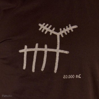 T-shirt Rock art: The deer -- Trivial ancient scenes-detalle