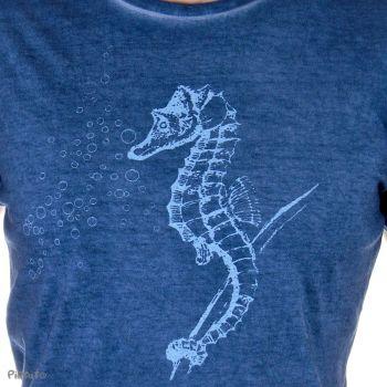 Camiseta Caballito de mar -- Sólo una gota de melancolía-detalle
