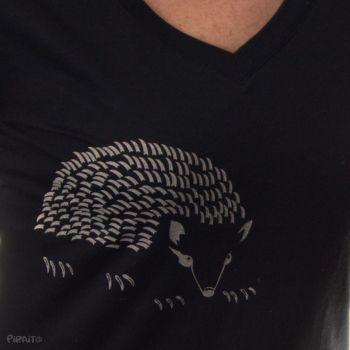 Camiseta Erizo -- Acariciar con cuidado-detalle
